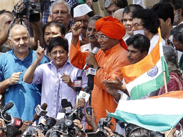 jan-lokpal-bill-kiran-bedi-addressing-the-crowd